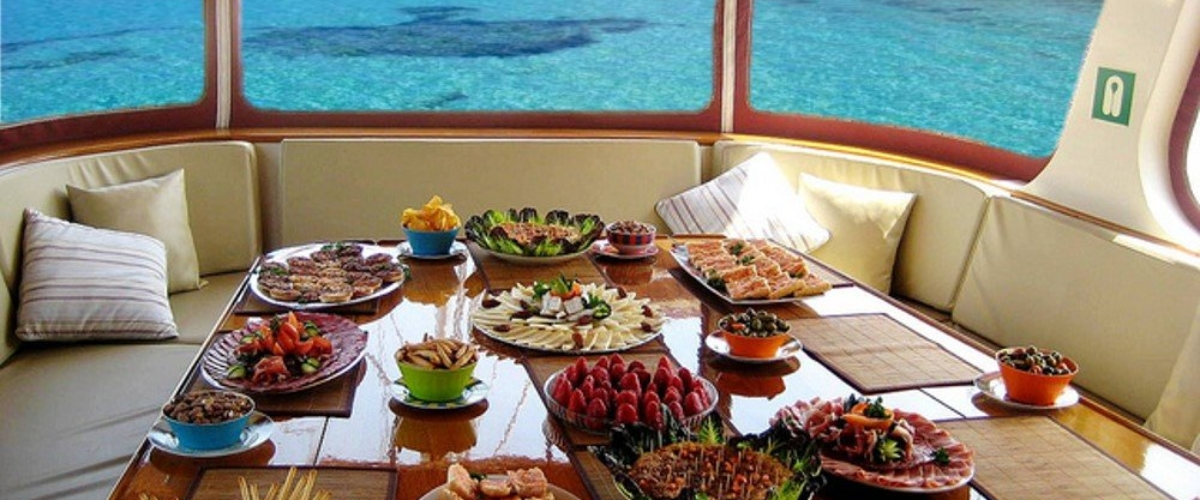 renta-de-yates-en-cozumel-servicio-de-catering-chef-a-bordo
